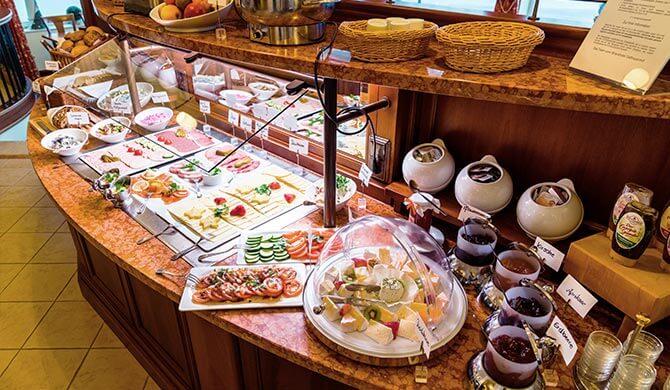 Frühstücksbuffet mit vielfältiger Auswahl